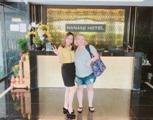 nhan vien Hanami than thien khach hang tại khách sạn biển Hanami