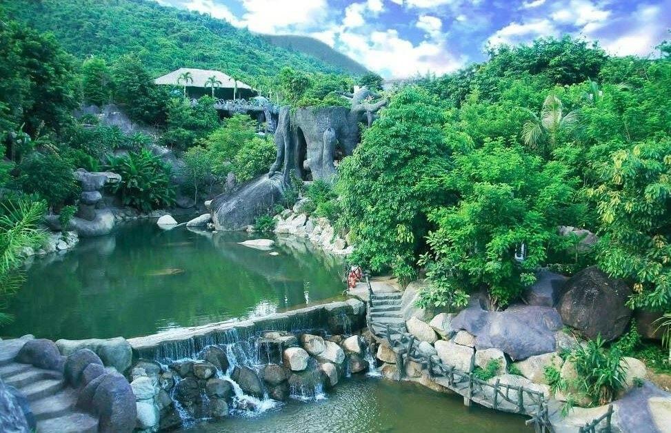 cảnh đẹp tại Suối Khoáng nóng núi thần tài đà nẵng