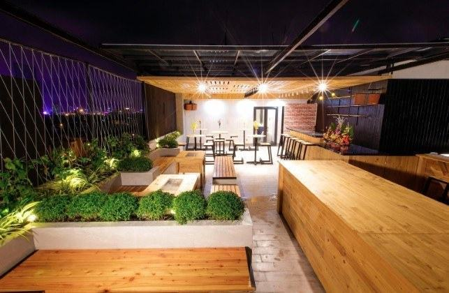 hanami hotel Danang - cafe sân thượng rooftop bar