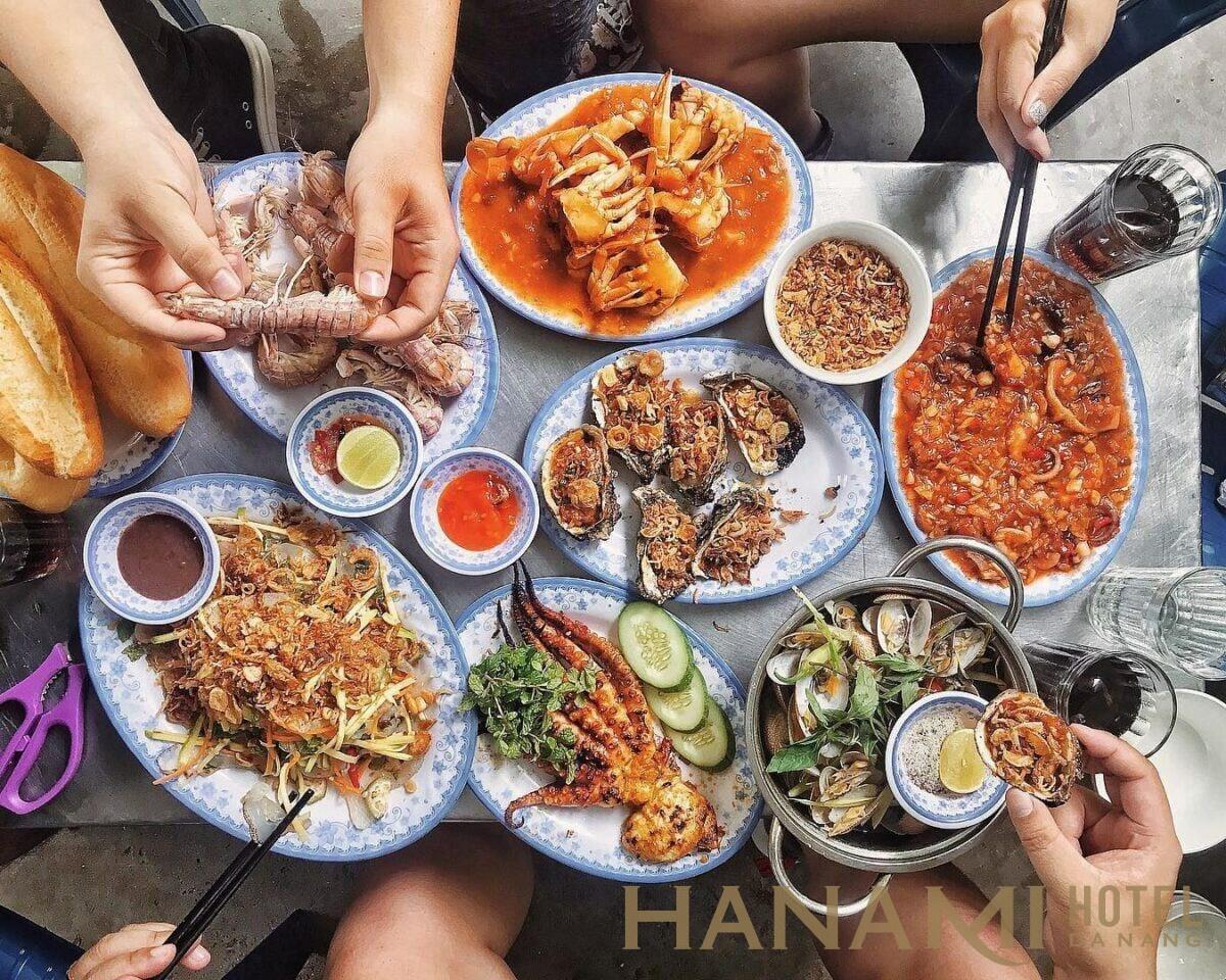 Hải sản Năm đảnh có các món nướng hải sản