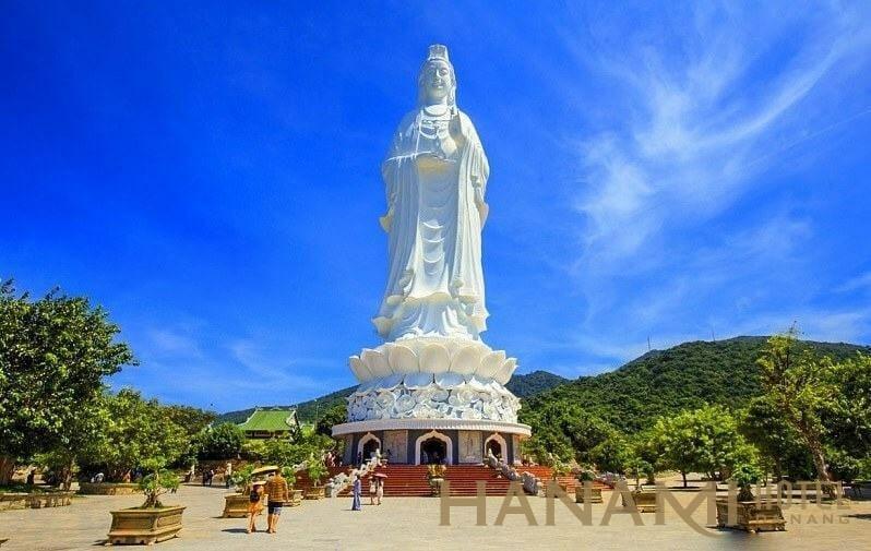 tượng quan thế âm cao nhất việt nam tại chùa linh ứng bãi bụt đà nẵng