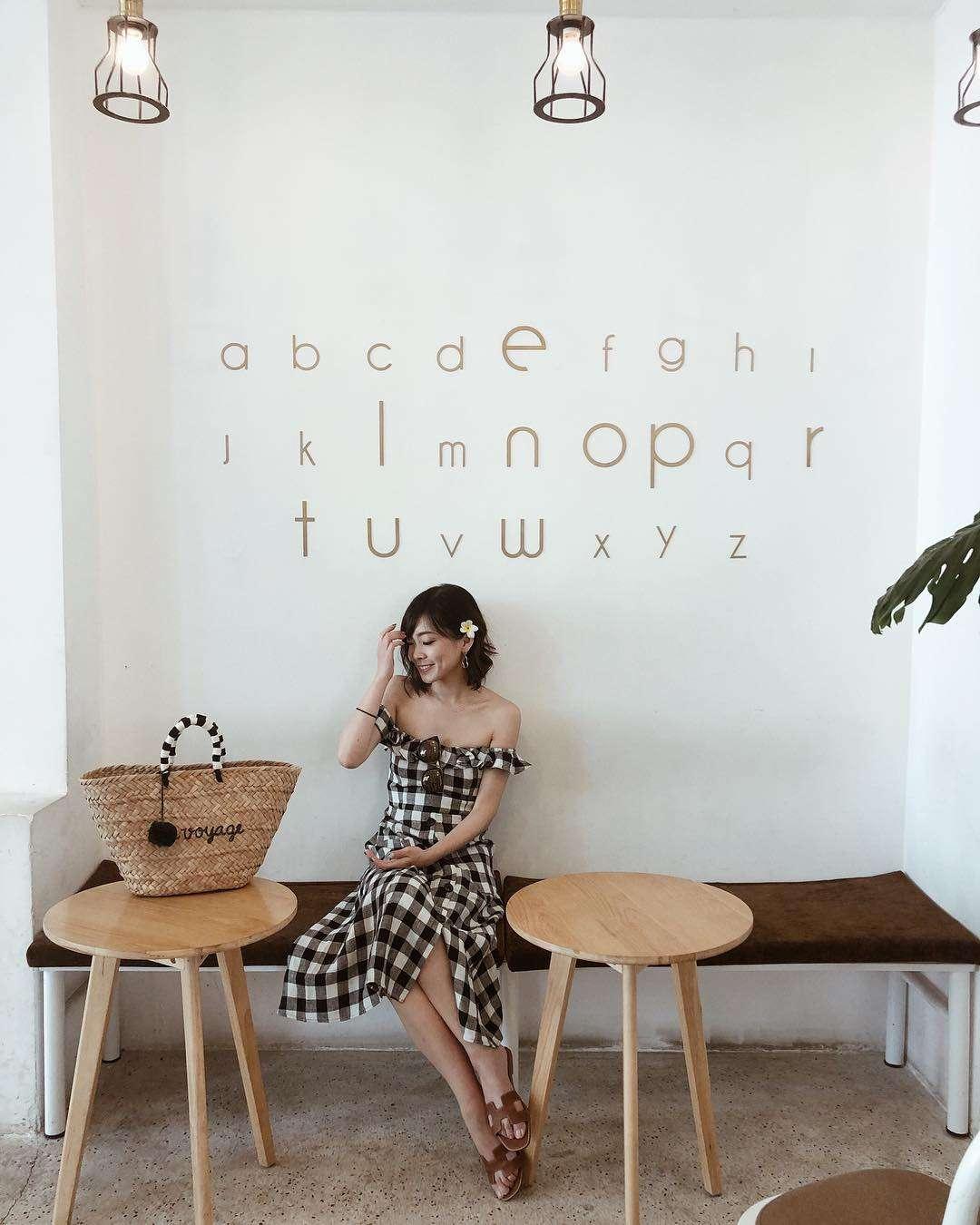 chụp hình check in tại cafe Wonderlust Đà Nẵng