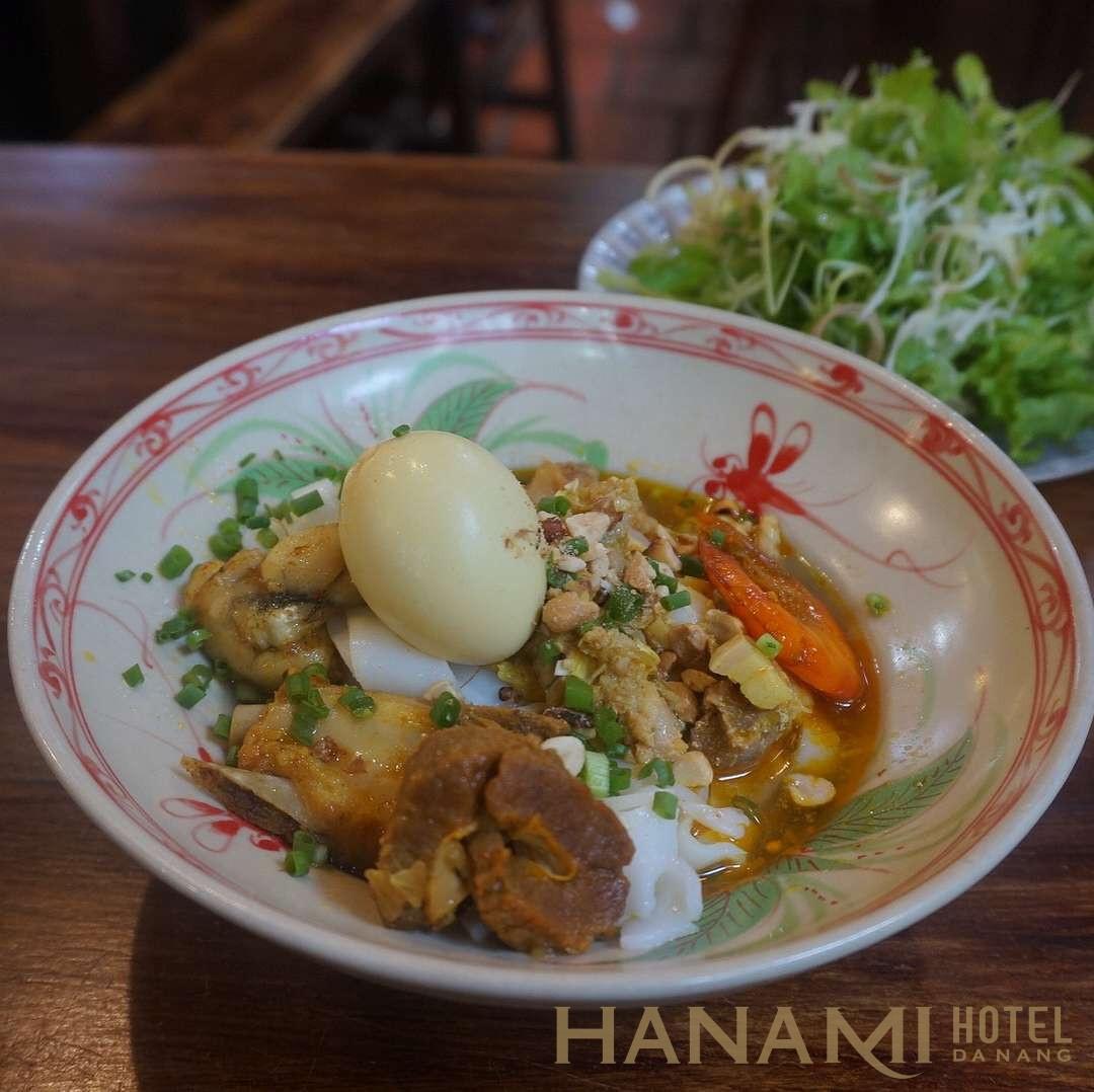 tô mì quảng tôm thịt trứng ở Mì quảng bà mua Đà Nẵng