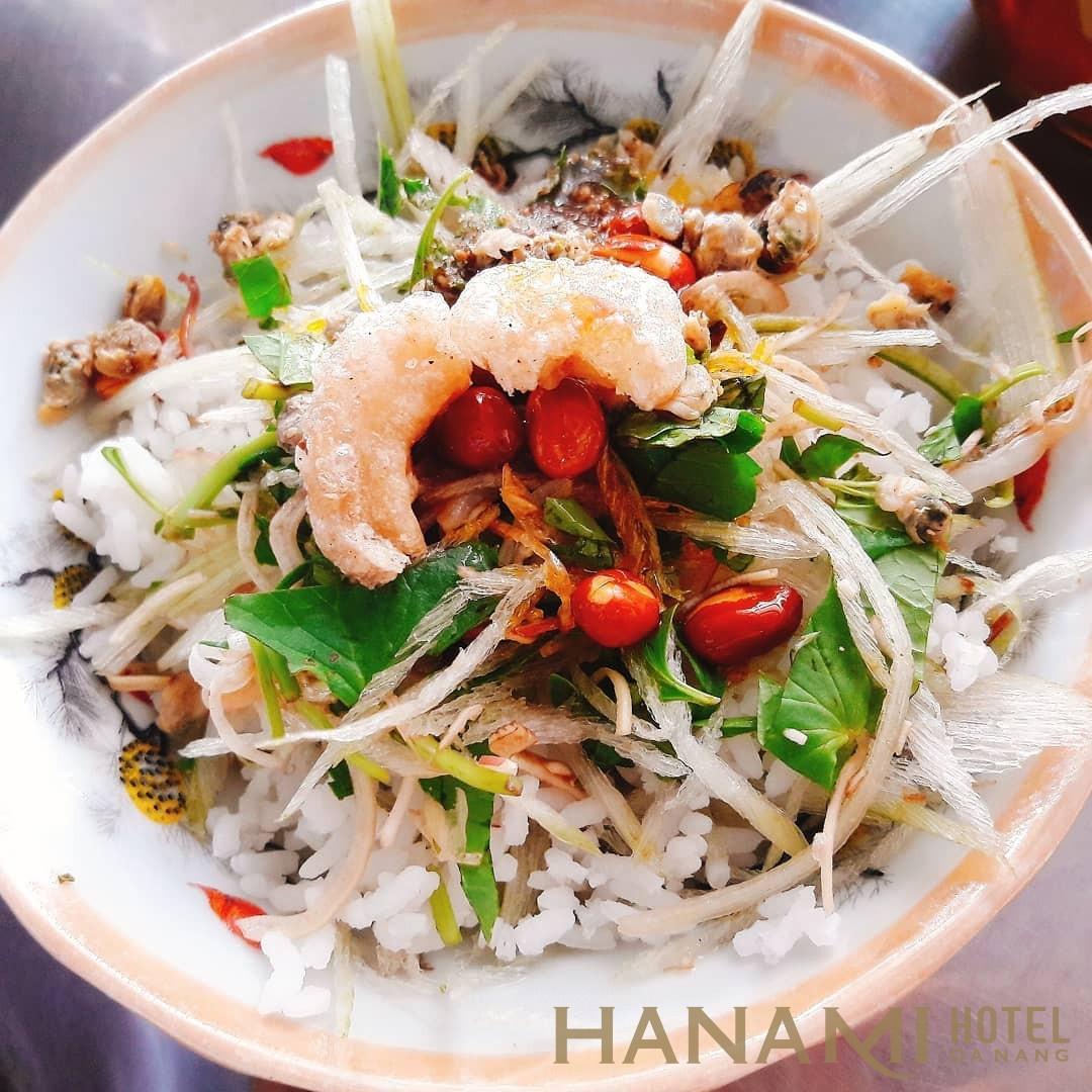 Cơm hến xử Huế - món ẩm thực Huế nổi tiếng khắp nơi