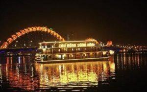 du thuyền sông Hàn Đà Nẵng lung linh trong buổi đêm