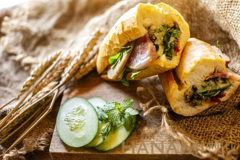 Ẩm thực bánh mì Đà Nẵng tại thuận tính retreat