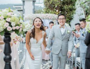 cặp đôi vui vẻ khi đám cưới tại Đà Nẵng